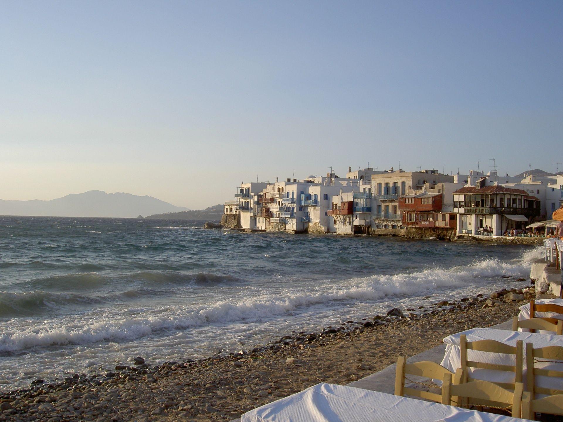 Why choose a cruise through the Greek Islands?