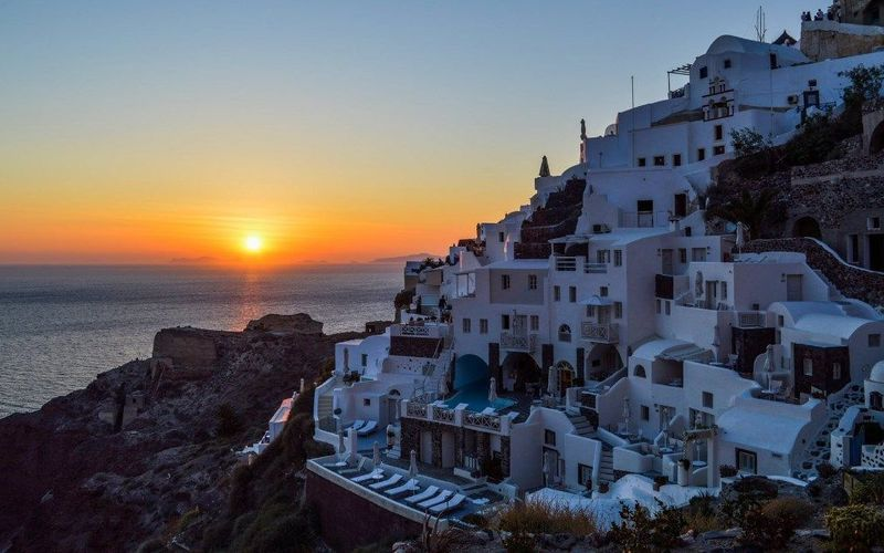 Mykonos, Santorini, Crete, Milos and Rhodes: 5 Greek paradisiacal islands!
