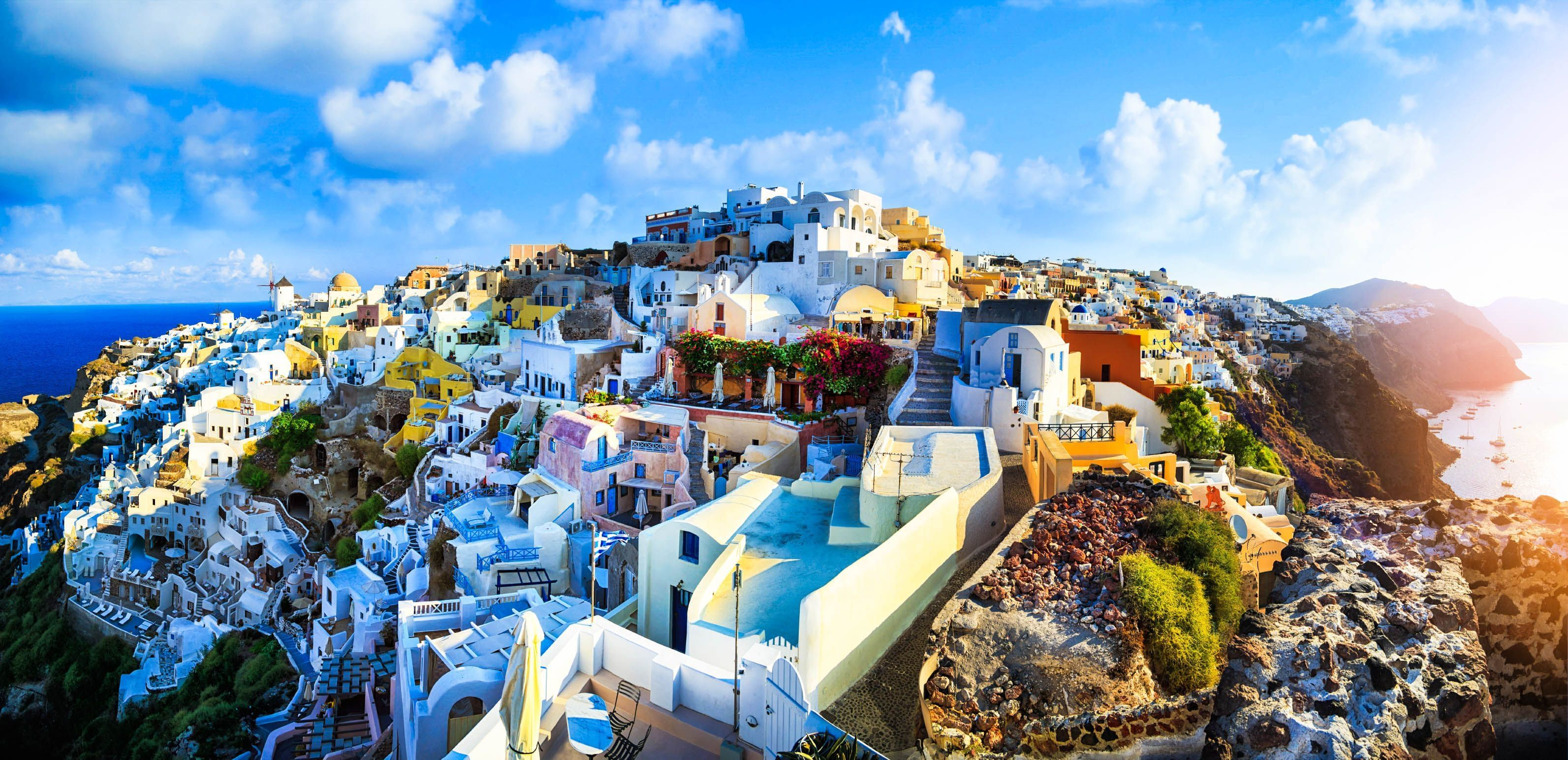 Travel guide to Santorini: Tourism and practical information